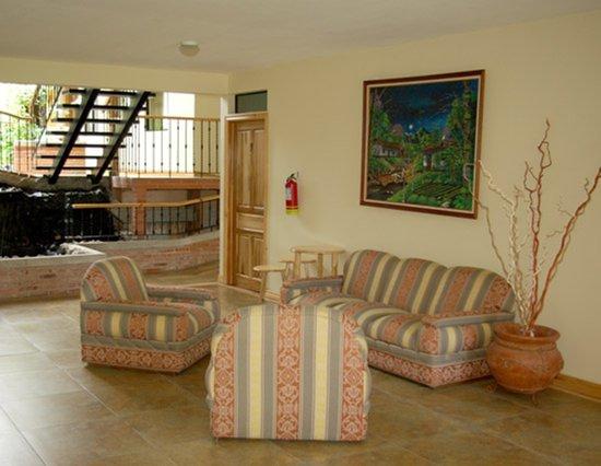 Apartotel Don Francisco : Rear Lobby