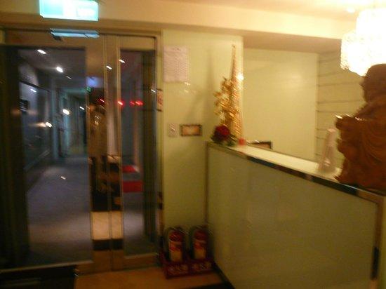 Ginza Hotel: 客室エントランス