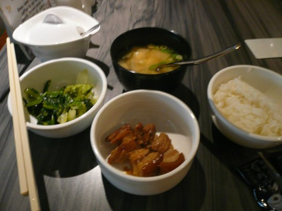 Ginza Hotel: 朝食はこんな感じ。2泊とも生野菜が無かったです。