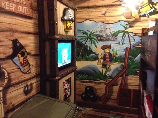 LEGOLAND California Hotel: kids tv area