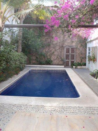 Los Milagros Hotel: Pool
