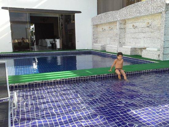 Brava Hotel: Área de piscina