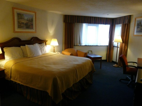 Baymont Inn & Suites Hagerstown: General view of room