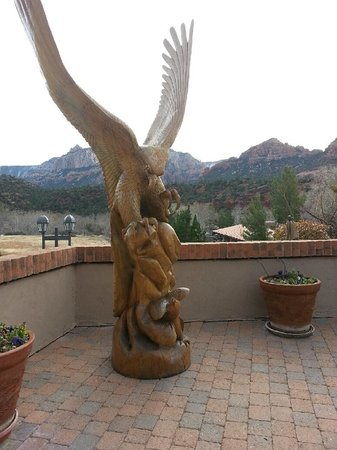Best Western Plus Arroyo Roble Hotel & Creekside Villas: A cool statue on the patio by one outdoor pool