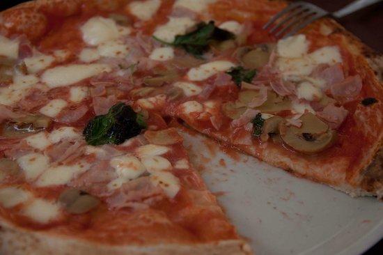 Trattoria Medina: Pizza Capricciosa