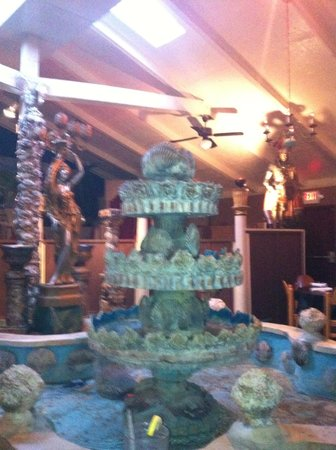 Franca's Italian Restaurant: Handmade fountain brings ambiance!