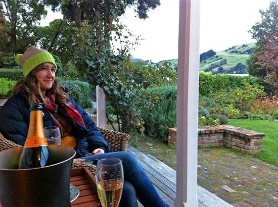 Beaufort House Akaroa : Sitting on the verandah sipping on Veuve and enjoying the view