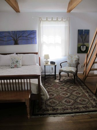 A Room in the Village Bed & Breakfast : The Suite Upstairs
