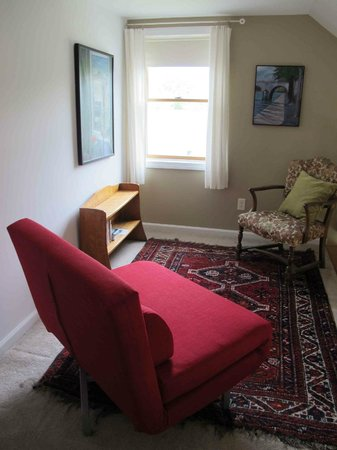A Room in the Village Bed & Breakfast: The Suite Upstairs - Loft