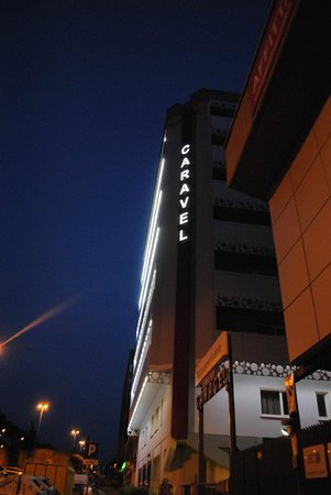 Caravel Hotel : Hotel Caravel di notte