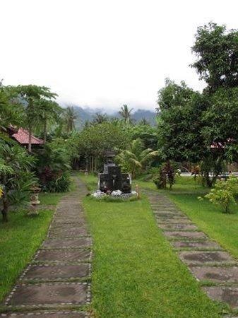 Suka Sari Cottages & Warung: Suka Sari entrance