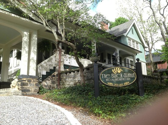 Black Walnut Bed and Breakfast Inn: Detached Rooms in back