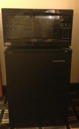 Days Inn Florence: Microwave & Refrigerator