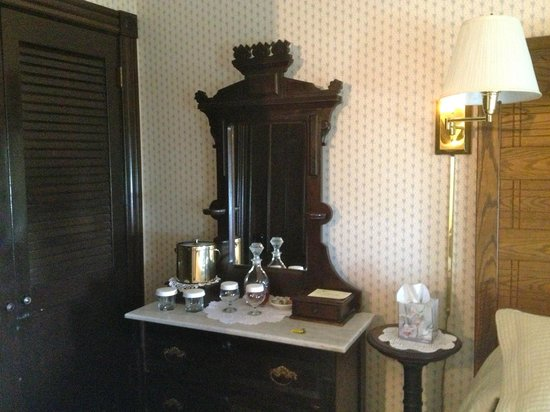 The 1661 Inn: Dresser in Warrior Room