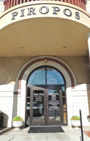 Piropos Restaurant: Entryway