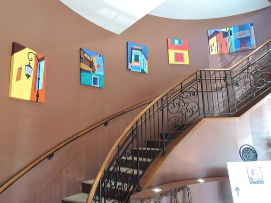 Piropos Restaurant: Stairs to dining rooms