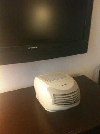 Hilgard House Hotel: Humidifer in the Room