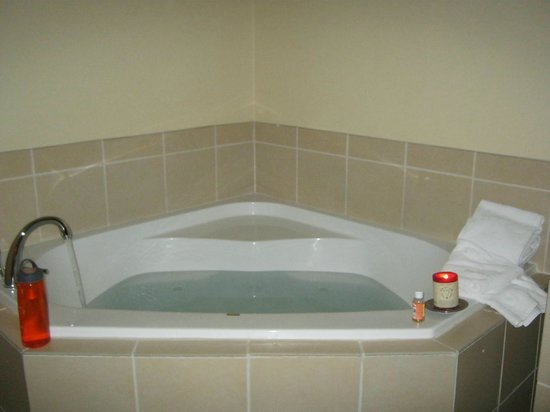 Comfort Suites Hotel & Convention Center Rapid City: In room jacuzzi