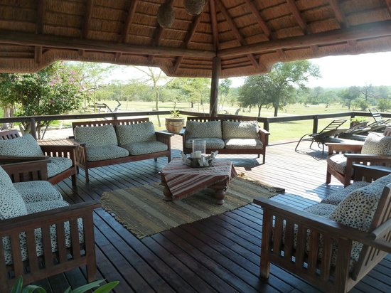 Nkorho Bush Lodge: Deck area
