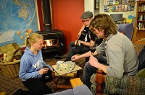 Tasman Bay Backpackers: music and warmth