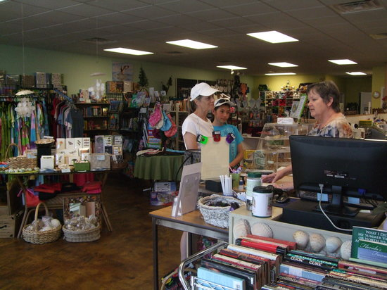 The No Name Cafe : Owner, Barbara Radcliff talking about books
