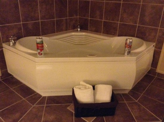 Holiday Inn Oneonta: Jacuzzi in King Suite