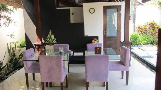 Villa Jodie: Dining