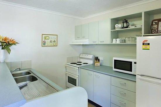 Weyba Gardens Resort Noosa: Kitchen view