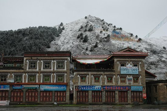 Khampa Nomad Ecolodge and Arts Center: Morning snow in early May