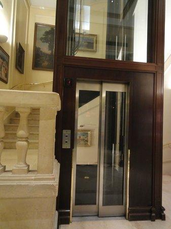Hotel California Paris Champs Elysees: Lobby