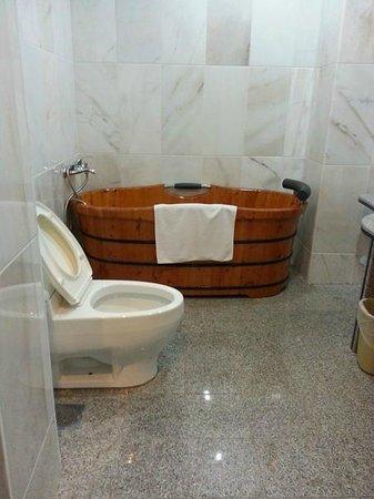 Penview Hotel: Suites bathroom
