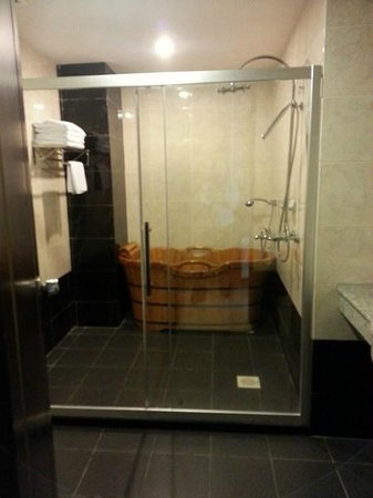 Penview Hotel: Suites Bathroom