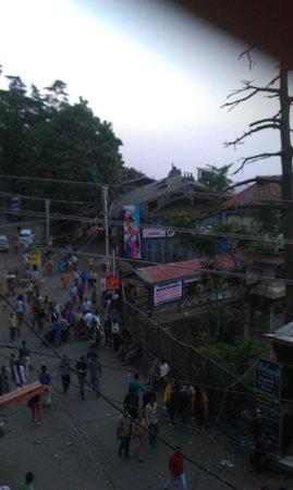 Hotel Samrat SS: Mall Road view from balcony