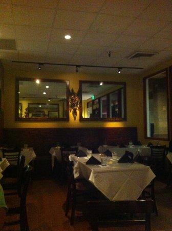 Cuatro Restaurant: nice and cozy