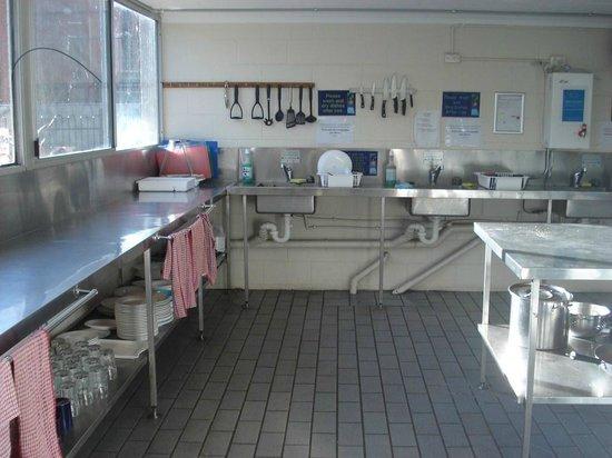 Airlie Beach YHA: Kitchen