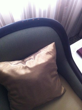 Asia Hotel Bangkok: dirty old chair