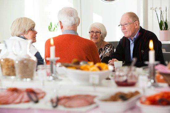 Lisebergsbyns Bed & Breakfast : God frukost i en angränsande byggnad