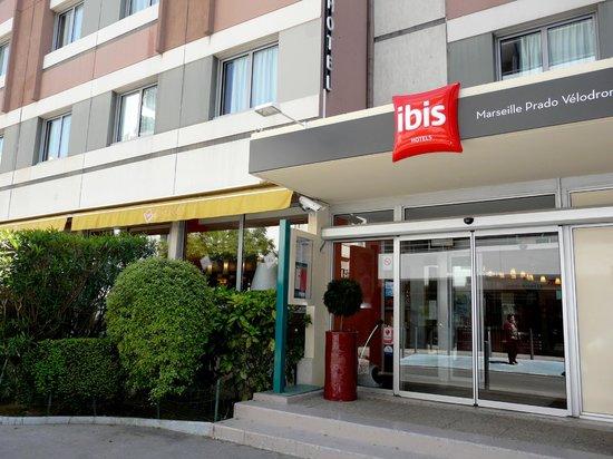 Ibis Marseille Centre Prado Vélodrome : L'entrée de l'hotel