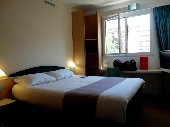 Ibis Marseille Centre Prado Velodrome: Ma chambre double, standard.