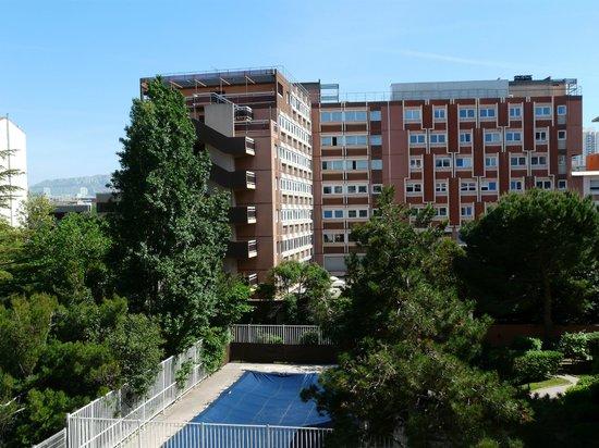 Ibis Marseille Centre Prado Vélodrome : La vue, coté cours