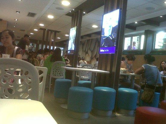 McDonalds Boracay: dine in area