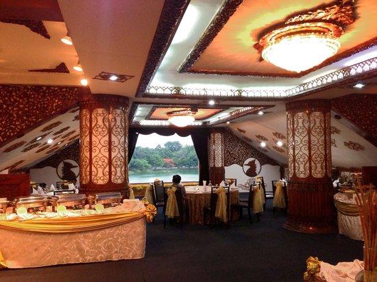 Karaweik Palace: Shwe Wah Hall