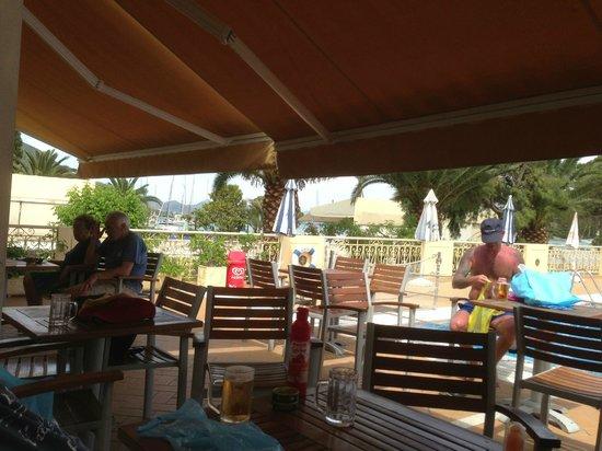 Athos Hotel: Hotellbaren vid poolen