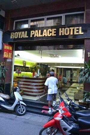 Royal Palace Hotel Hanoi : Hotel entrance