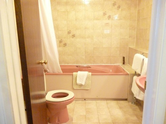 Royal Court Hotel - Coventry: Bathroom in room 134
