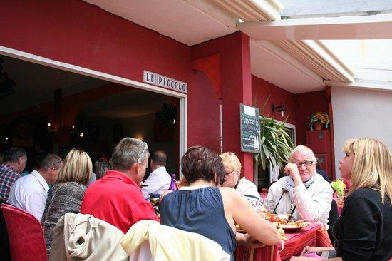 Restaurant Le Piccolo: tavolata esterna