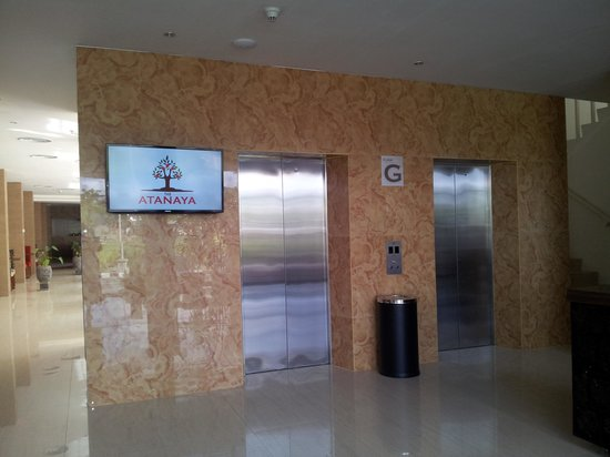 Atanaya Hotel: Elevator