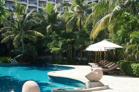 Howard Johnson Resort Sanya Bay: один из многочисленных бассейнов 1,4м самый глубокий