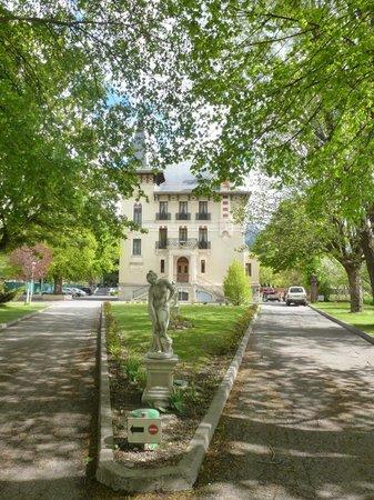 Villa Morelia : Vue de l'hôtel à partir de l'entrée du domaine