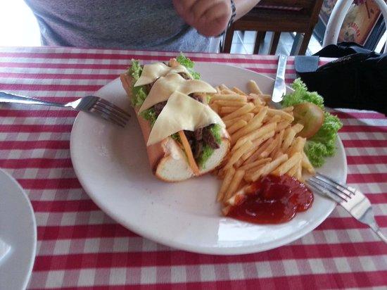 Viva Italia: homemade cheese burger